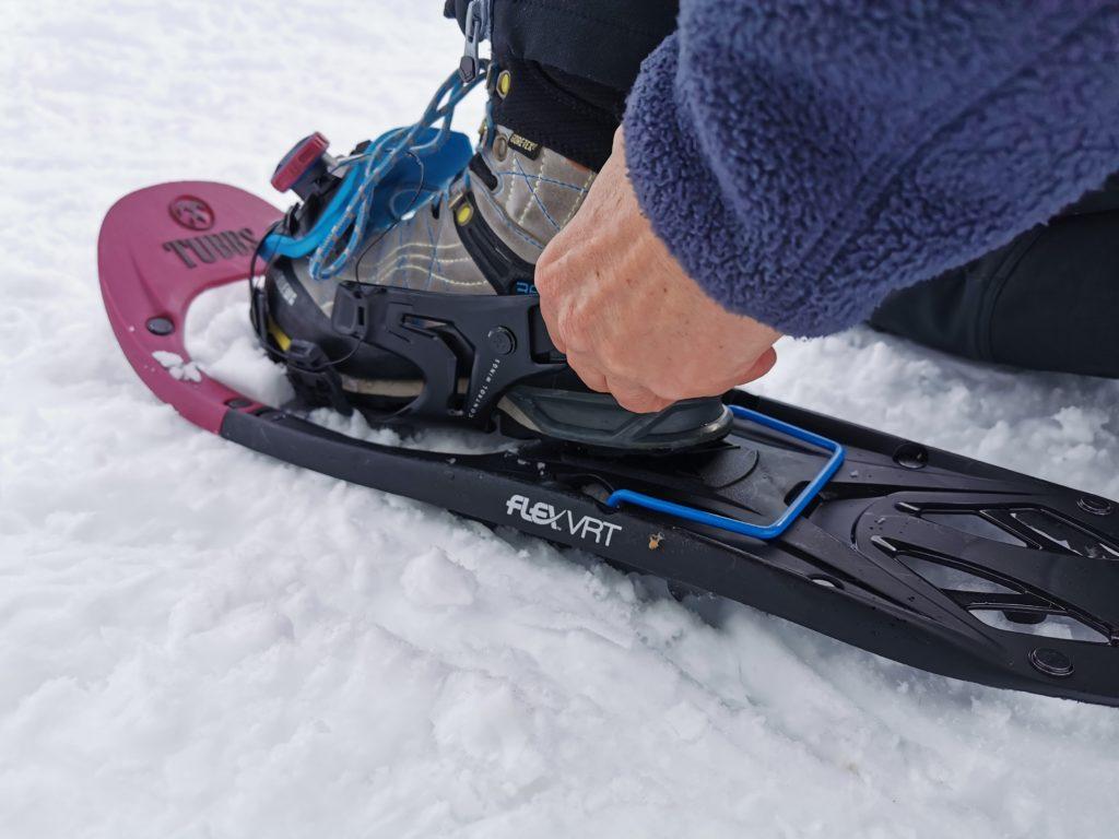 Schneeschuh Größen hängen nicht von deiner Schuhgröße ab: Mit dem Riemen stellst du deine Schneeschuhe auf deine Schuhgröße ein