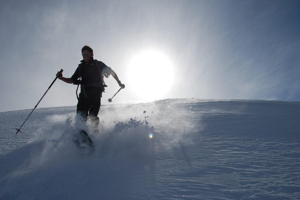 Bei der Schneeschuhwanderung im Pulverschnee Entspannung finden