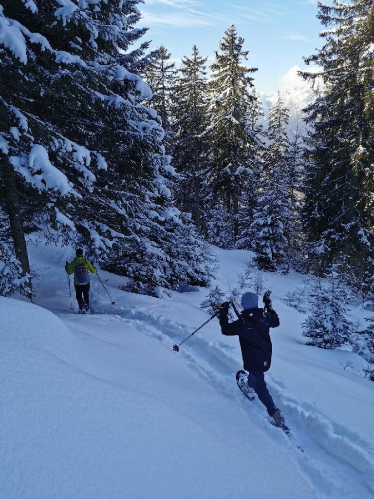 """Mit der richtigen """"Schneeschuhwandern Ausrüstung"""" geht´s raus ins Winterabenteuer!"""