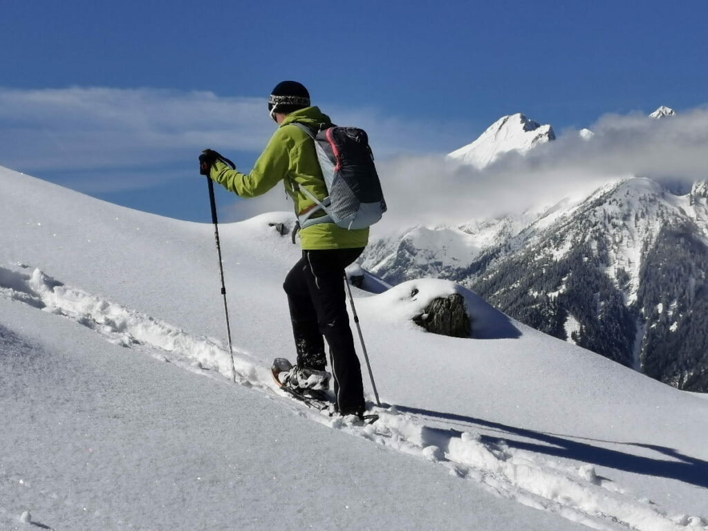 Schneeschuhwandern Ausrüstung - alle Tipps für deine Schneeschuhwanderung